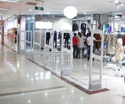 TẠI SAO bạn nên lắp đặt cổng từ an ninh cho shop thời trang?