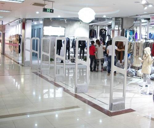 Cổng từ an ninh cho shop thời trang